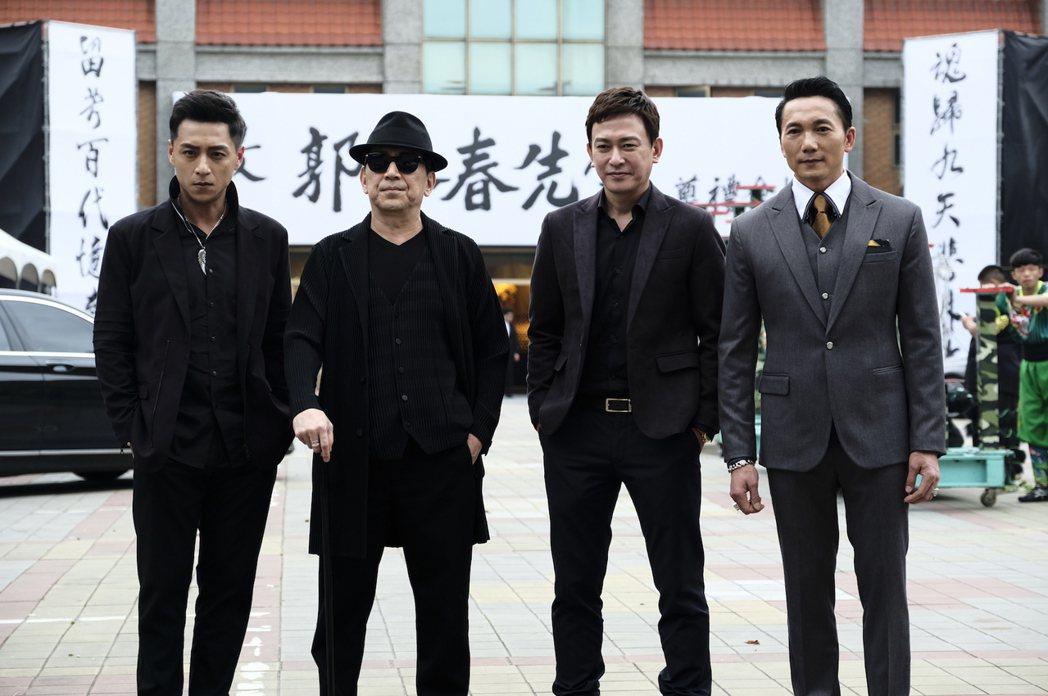 「角頭2-王者再起」鄭人碩(左)、高捷、王識賢以及鄒兆龍西裝筆挺拍戲。圖/理大國