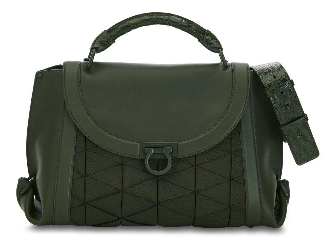 Soft Sofia系列橄欖綠色異材質拼接提包,147,000元。圖/Ferra...