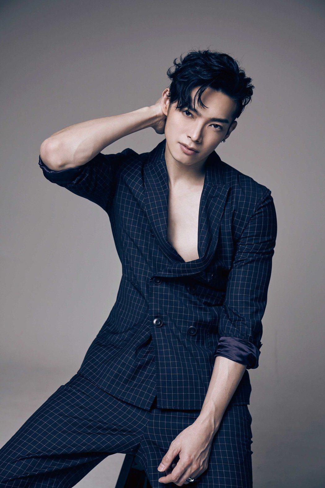 辰亦儒回歸,推出迷你專輯「IN」,打造男神紳士風。圖/華研提供