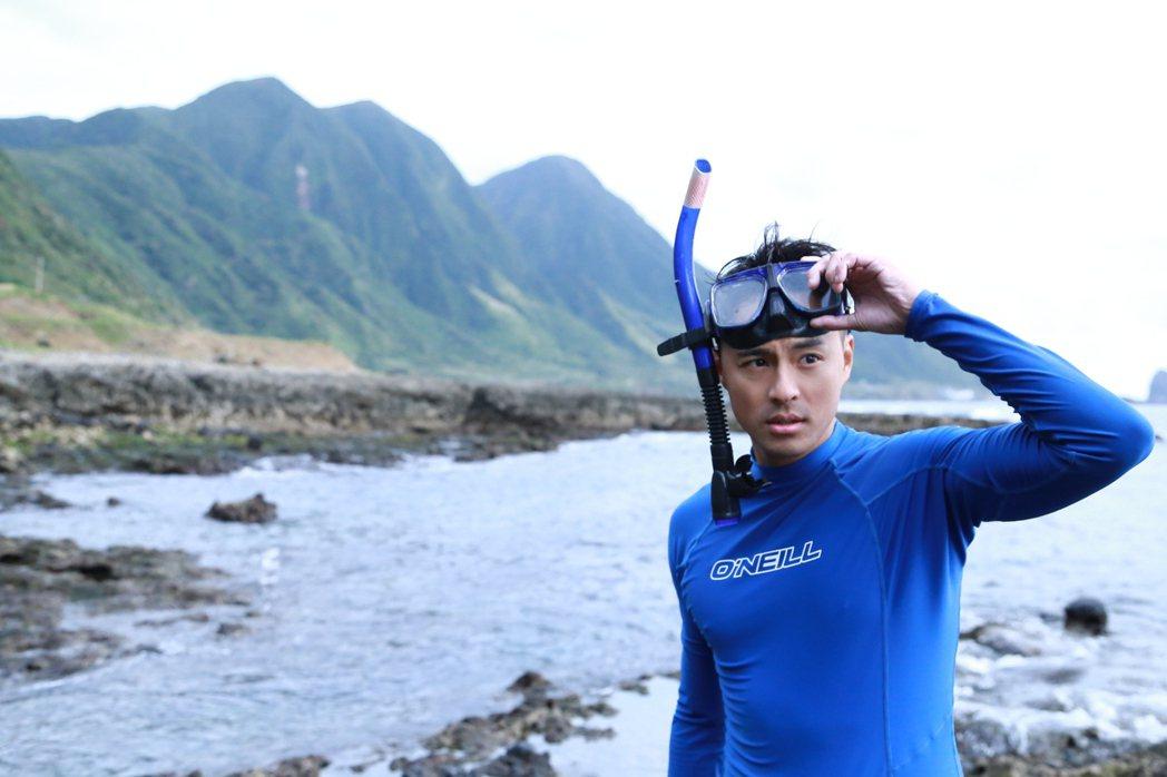 孫其君在蘭嶼體驗潛水。圖/三立提供