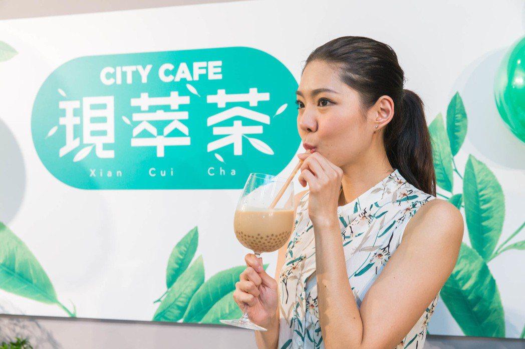 統一超商今天(19日)首賣「CITYCAFE現萃茶」4款珍珠系列茶飲,帶動業績倍...