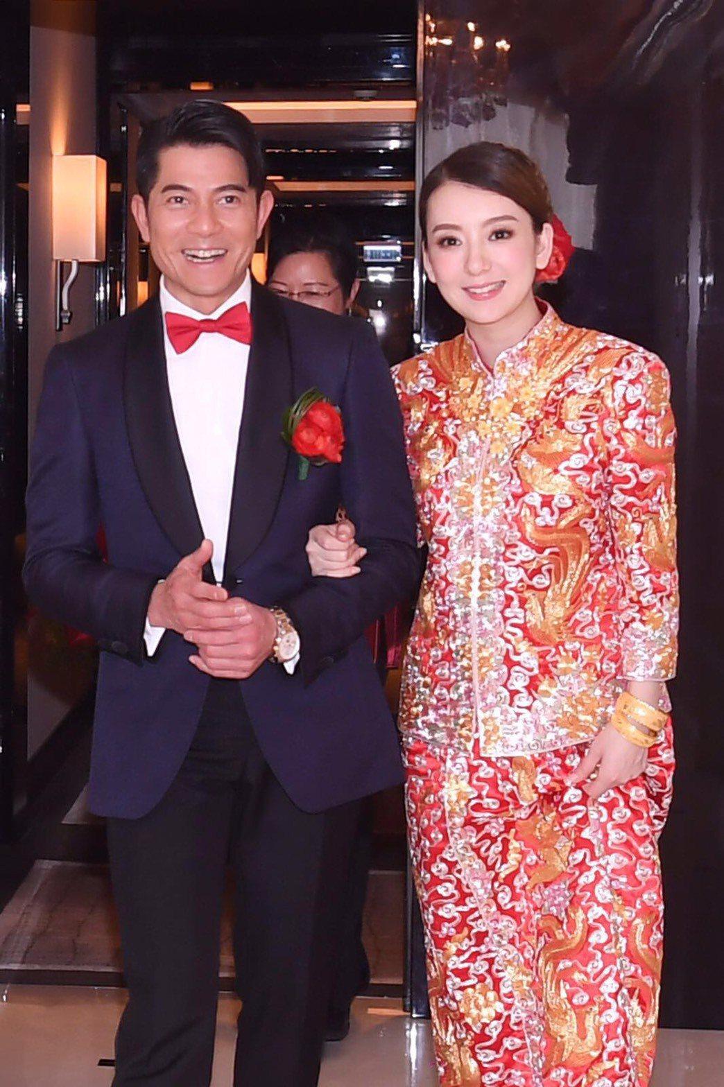 郭富城開心迎娶一身喜氣紅衣的方媛。圖/小美工作室提供