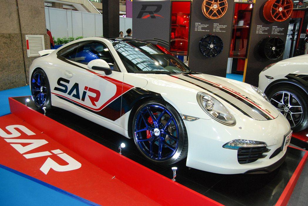 SAiRacing 首波產品鎖定台灣熱門的 Porsche 911、Cayenn...