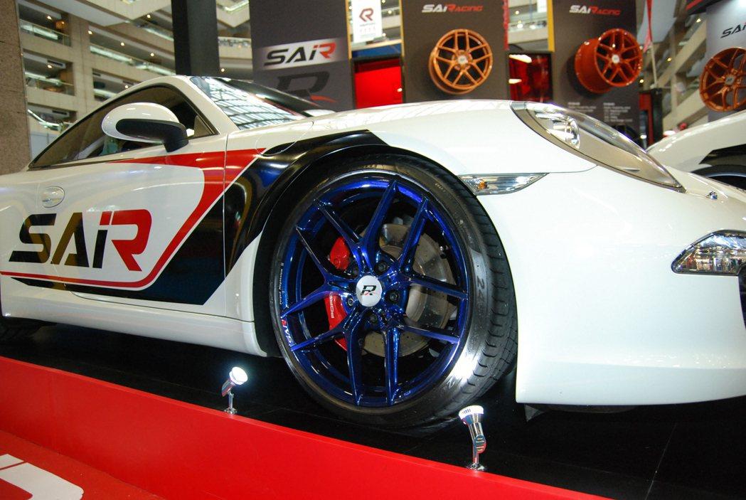 911 車型適用的 SAiRacing SKYLITE 鍛造鎂合金輪圈除了寶石藍...