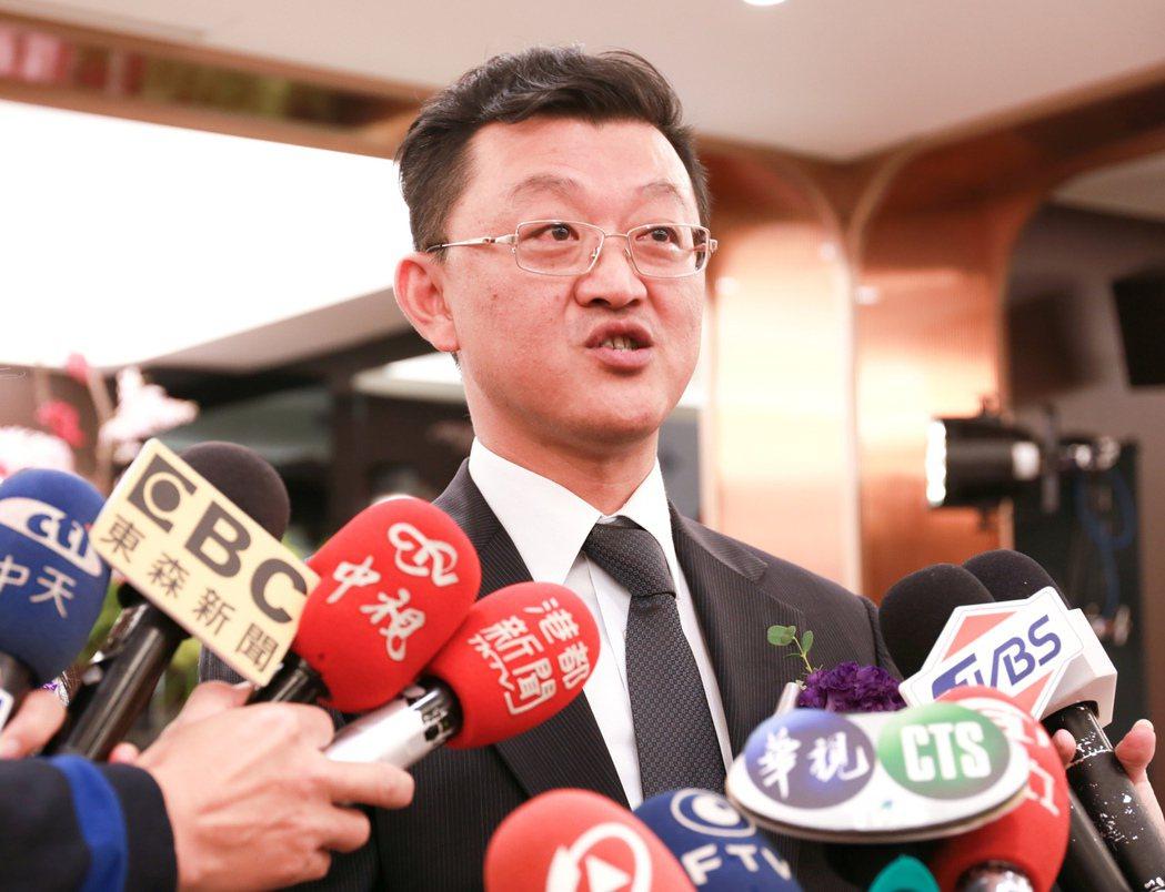 遠雄房地產行銷副總黃俊郎表示,「遠雄THE ONE」公開以後,銷售速度可用「噴發...