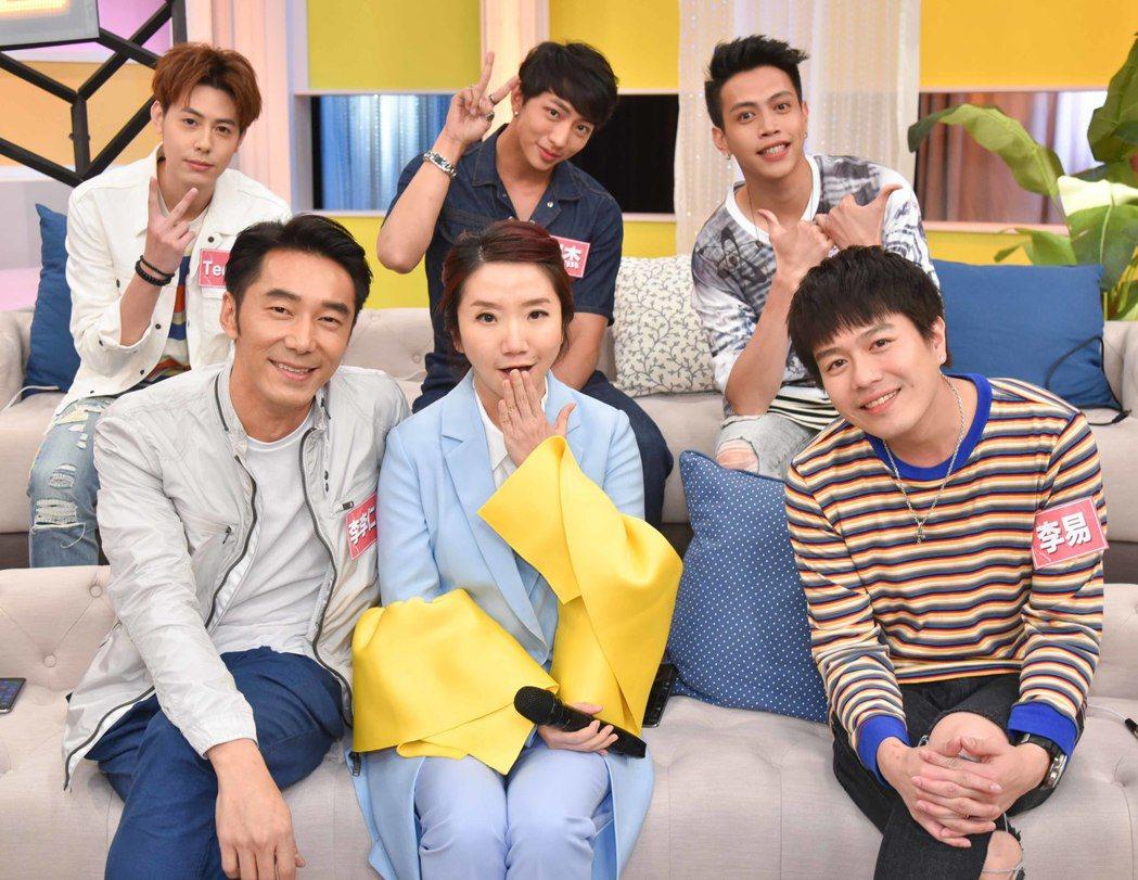 李李仁(前排左起)、陶晶瑩、李易討論男人的幼稚行為。圖/衛視中文台提供