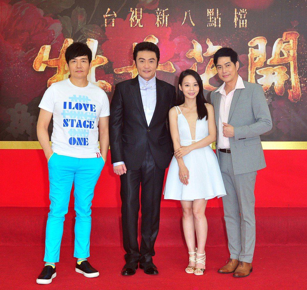 林健寰(右起)、孫淑媚、李&#16136、霍正奇在「牡丹花開」中大談四角戀。圖/