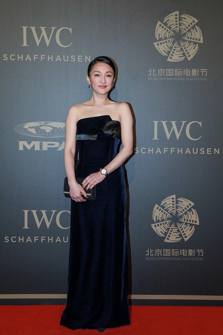 周迅盛裝出席IWC在北京紫禁城外的太廟舉辦的獨家電影人晚宴。圖/IWC提供