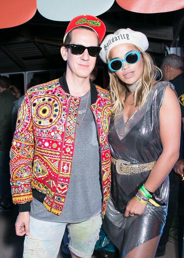 潮流天后Rita Ora與設計師Jeremy Scott。圖/Moschino提...