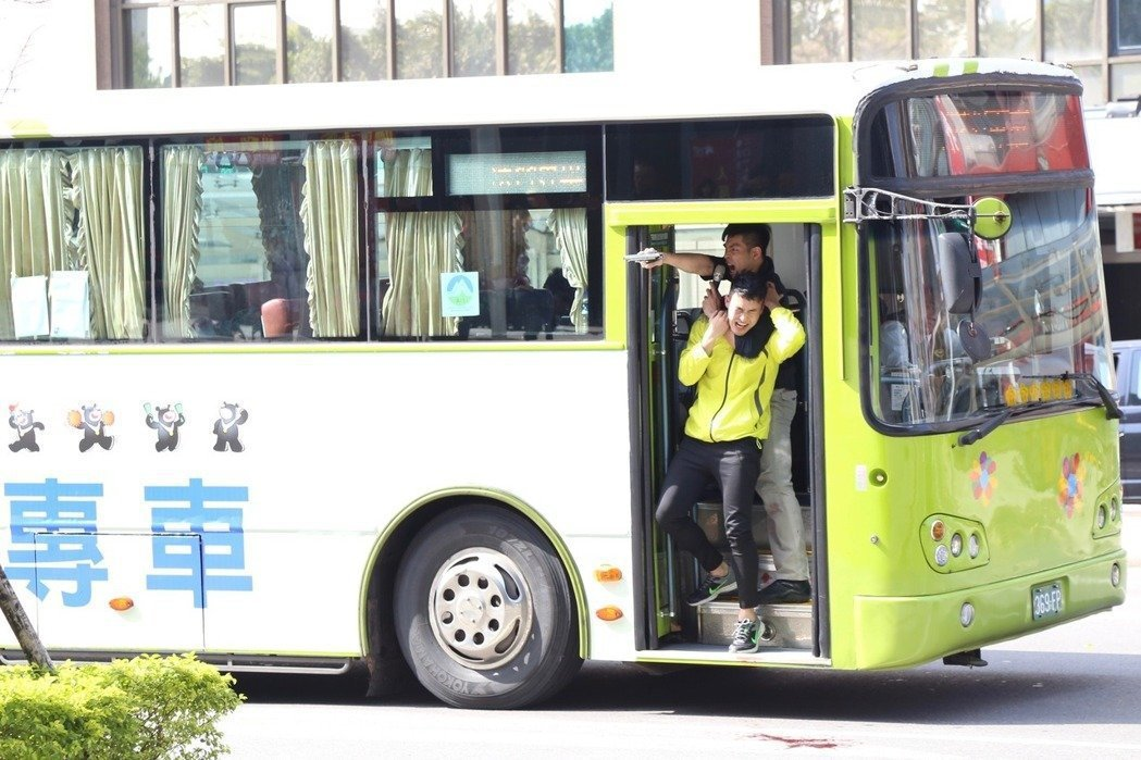 北市府預演歹徒劫持選手專車的反恐演習。 本報資料照片