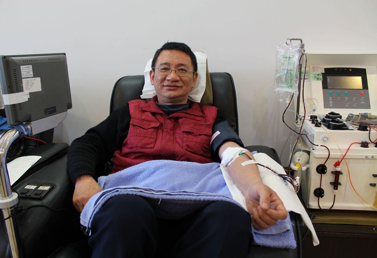 捐血小板是透過血液分離機,分離出血小板,其他血液再送回捐血人體內,捐血時間長較長。(圖/台中捐血中心提供)