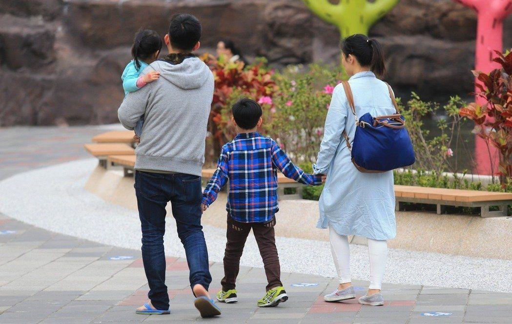 台灣生育率在全世界吊車尾,即使中央、地方政府頻頻「催生」,生育率仍沒有起色。 報...