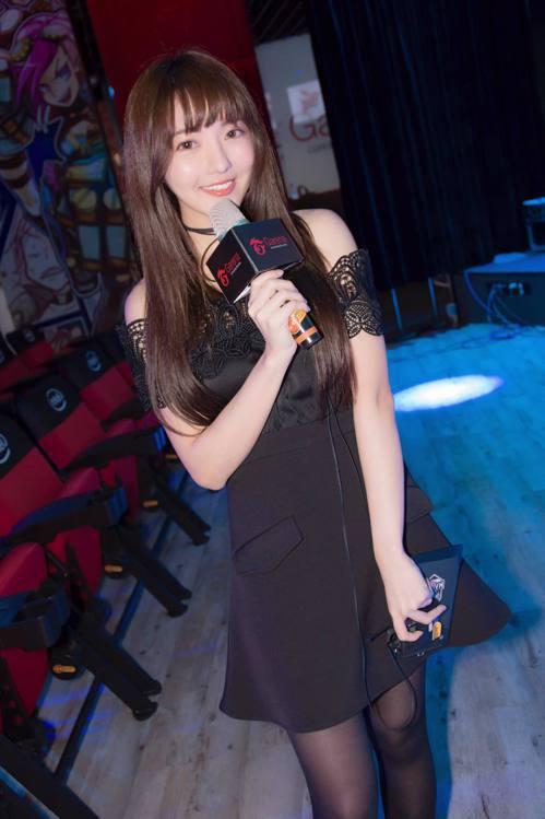 沁沁擔任LMS春季賽主持人。圖/擷自沁沁粉絲團