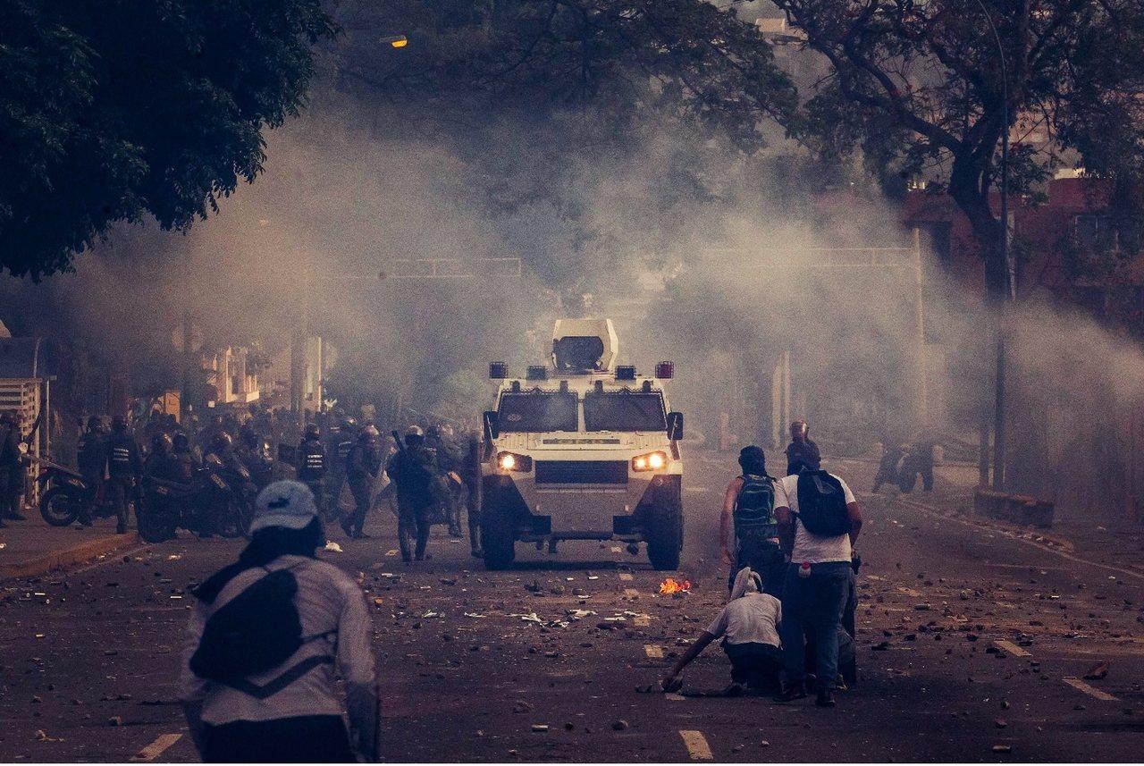 反對聯盟表示:如果政府不提前大選、馬杜羅拒絕下台,那麼這場「抗爭之母」,只將是委...