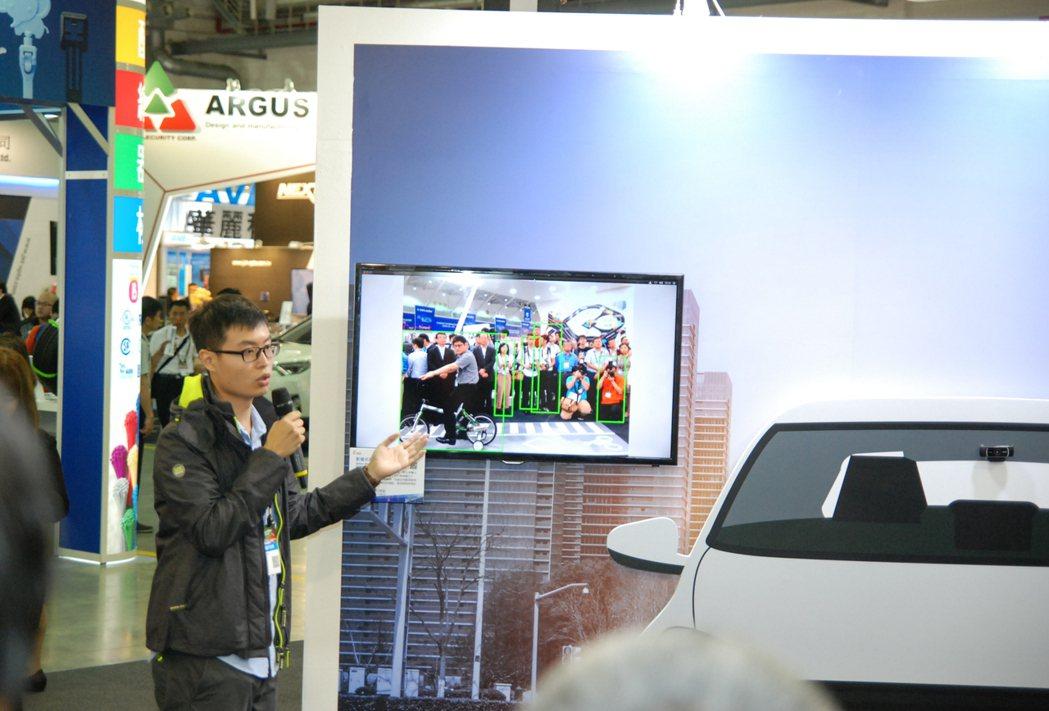圖為影像式前方障礙物辨識系統,展出單位為 ARTC 車測中心。 記者林鼎智/攝影