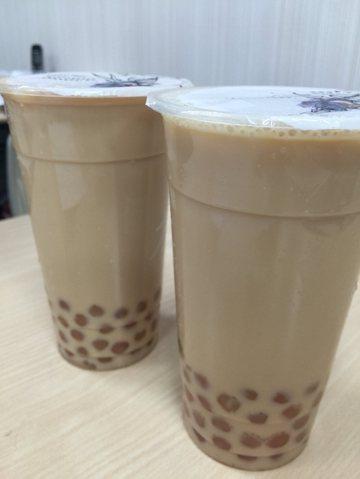 珍珠奶茶雖能短暫充飢、增添飽足感,但不宜長期飲用,甚至取代正餐,容易造成肥胖。