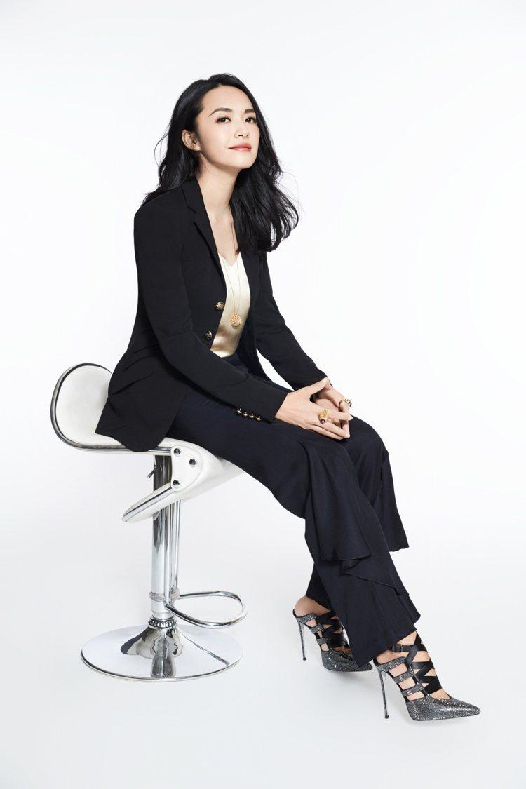 演員姚晨以西裝搭配H&M 2017 年度 Conscious Exclusive...