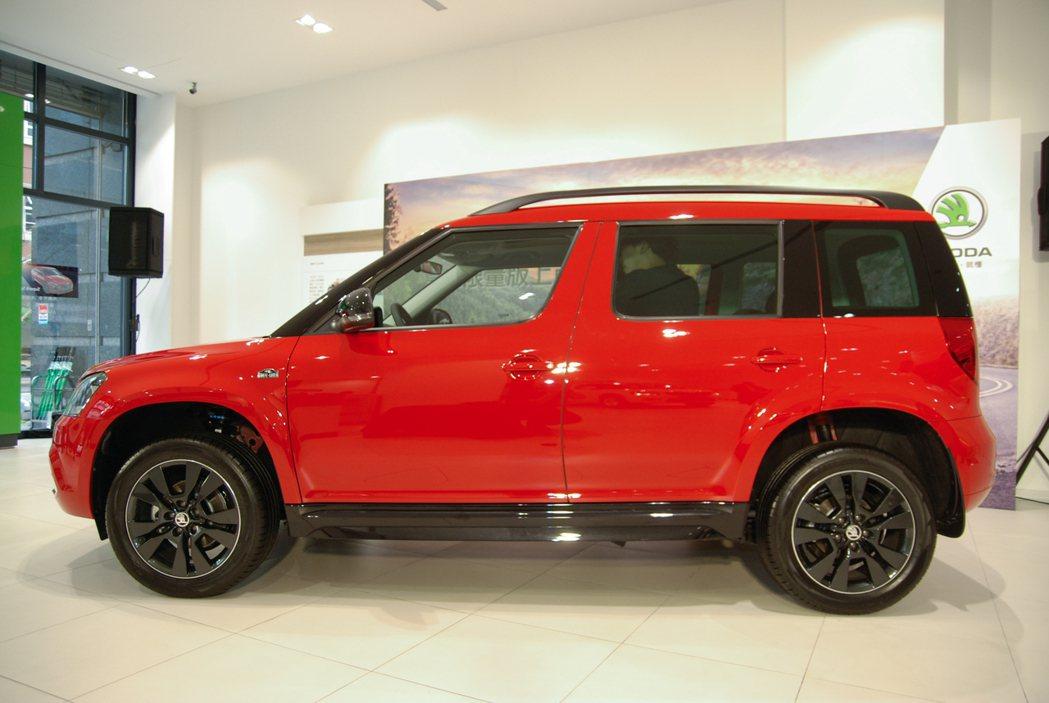 Škoda Yeti enJoy 享樂特仕車在外觀處換上黑色水箱護罩、黑色車頂架與車側的Monte Carlo專屬銘牌。 記者林鼎智/攝影