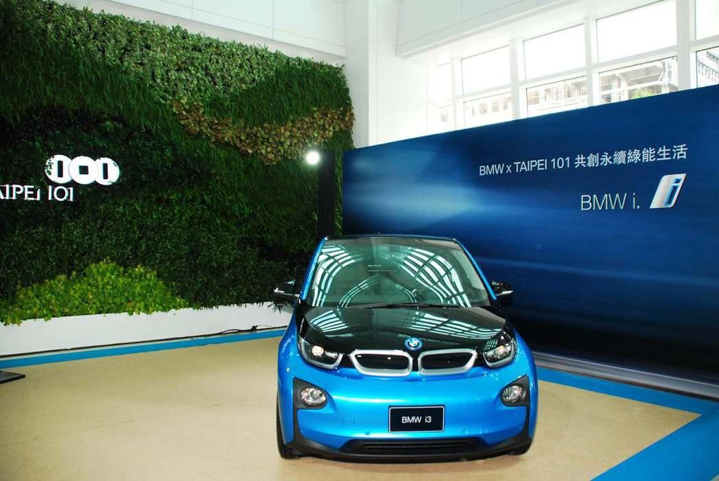2017年式BMW i3純電版最高行駛里程可達200公里,搭配直流電充電座,40分鐘即可由0充到80%。記者林昱丞/攝影