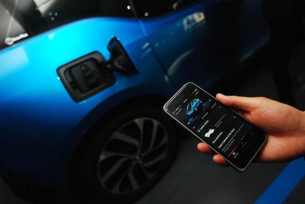 可透過手機App得知車輛狀況。記者林昱丞/攝影