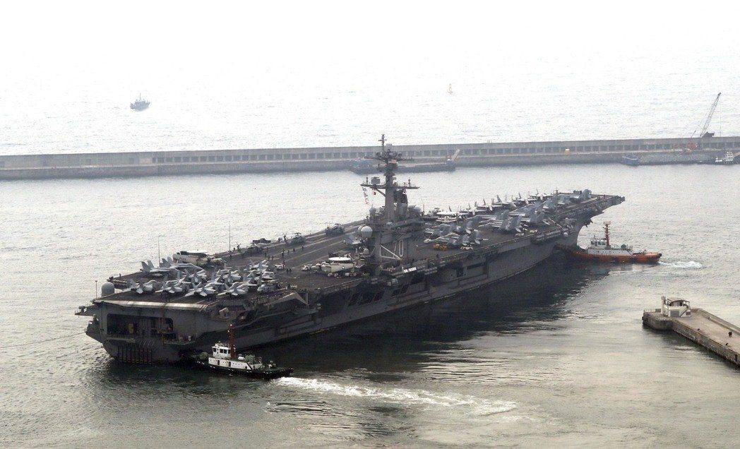 原傳北上前進朝鮮半島的美國航空母艦卡爾文森號,其實是南下與澳洲進行軍事演習,演習...