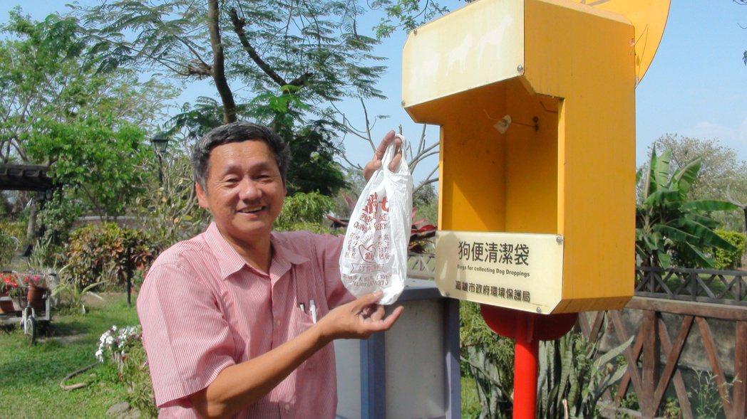 大樹休閒農業發展協會理事長謝坤淞表示,舊鐵橋濕地公園不只不設垃圾桶,還提供塑膠袋...