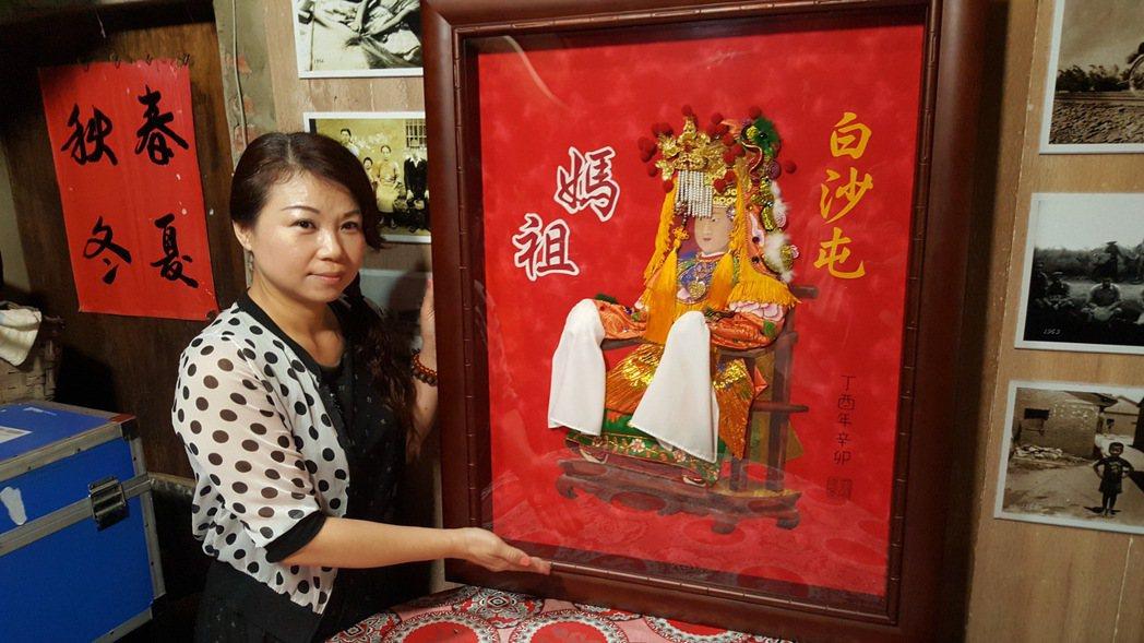 蔡幸蓁花了2個月完成白沙屯媽的立體拼布神像。記者胡蓬生/攝影