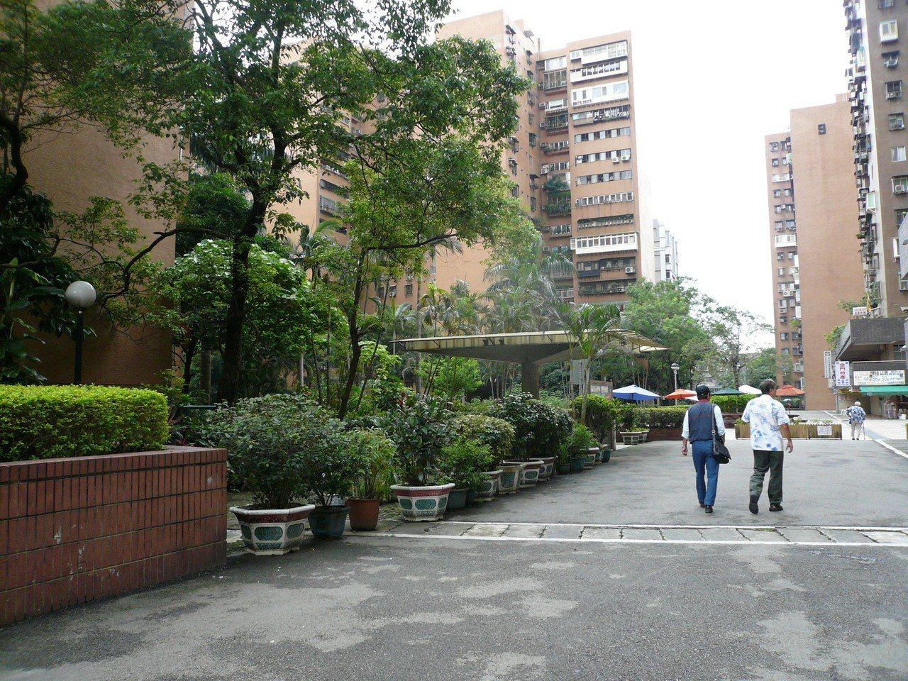 台北市政府推出地政雲,公開大型社區實價行情。本報資料照