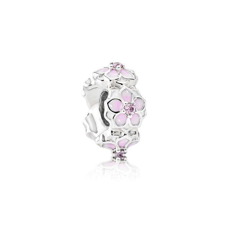 木蘭之環琺瑯925銀小串飾,1,680元。圖/PANDORA提供