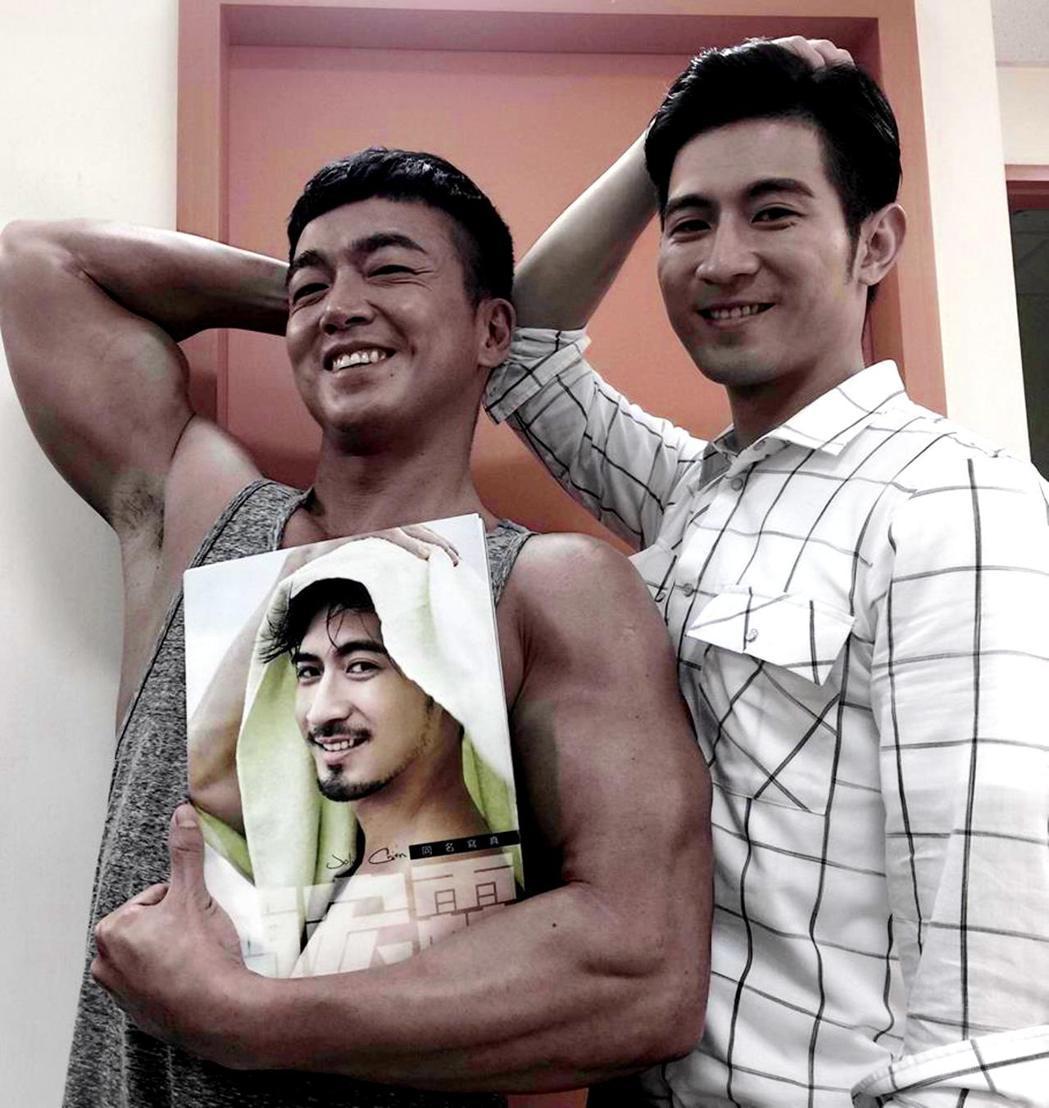 李沛旭(左)笑簡宏霖是詐騙集團。圖/三立提供