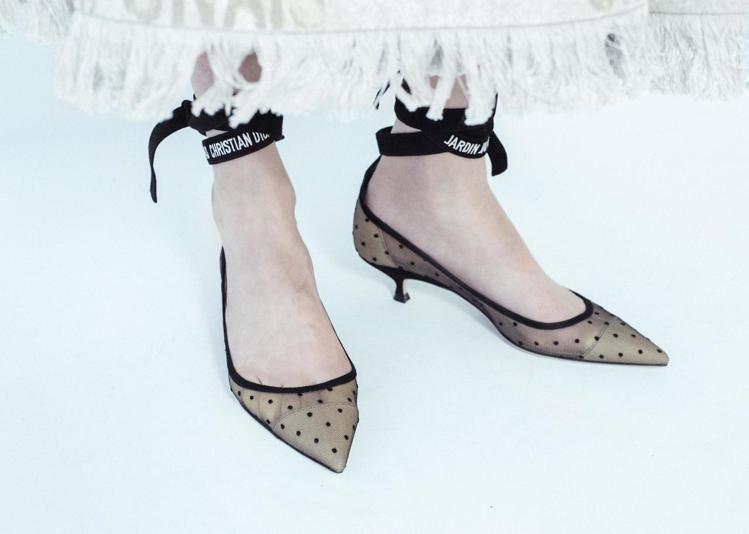 隨著東京銀座店開幕發表的鞋履細緻優雅。圖/DIOR提供