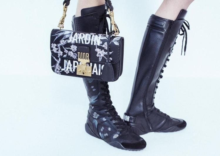 帶有櫻花元素的包款與鞋履。圖/DIOR提供
