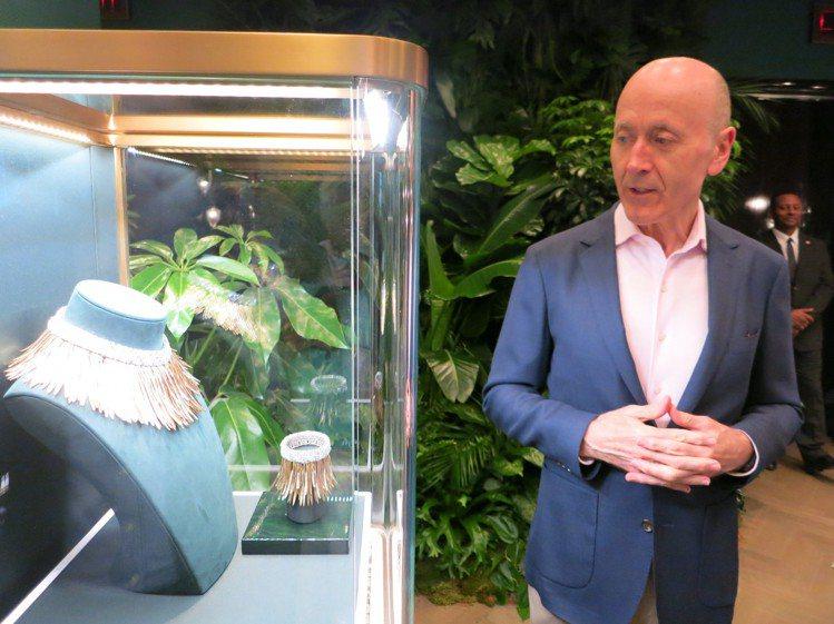 Tiffany首席寶石學家間高級珠寶副總裁Melvyn Kirtley親自解說此...