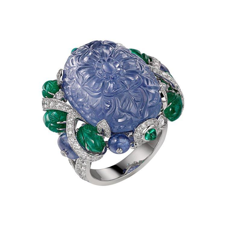 AMRITSAR 藍寶石戒指,鉑金鑲嵌49.23克拉雕刻緬甸藍寶石主石,搭配凸圓...