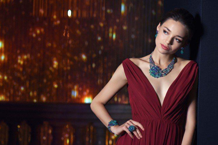 模特兒演繹Cartier Magicien系列Haridwar Tutti Fr...