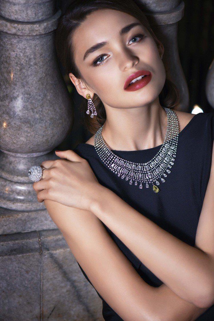 模特兒演繹Cartier Magicien系列Merveilleux黃鑽作品。圖...