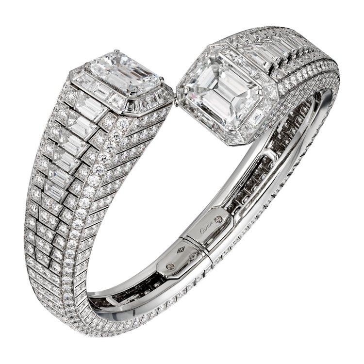 CIRCÉ祖母綠式鑽石切割手環,鉑金鑲嵌兩顆6.22及6.19克拉的祖母綠式切割...