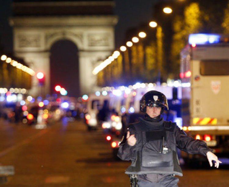 巴黎香榭麗舍大道20日晚上發生襲警槍擊。美聯社