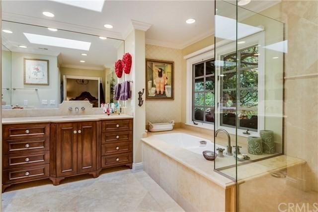 這座豪宅擁有四間臥室和四間衛生間。(Realtor.com)