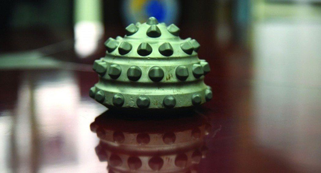 「決心號」鑽探時使用的球果型鑽頭。(取材自南方都市報)