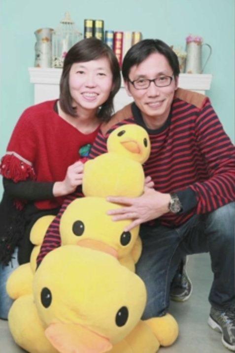 等待捐贈心臟的單志華(右)。(取材自香港電台)