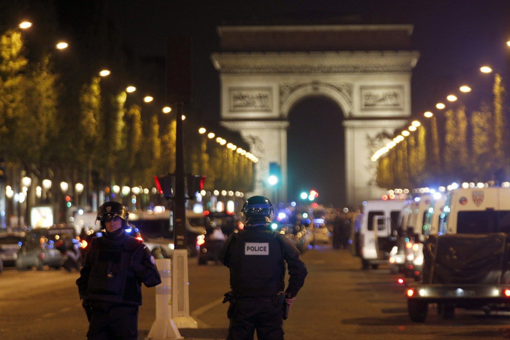巴黎驚爆槍擊警察案 傳搜捕第二名嫌犯