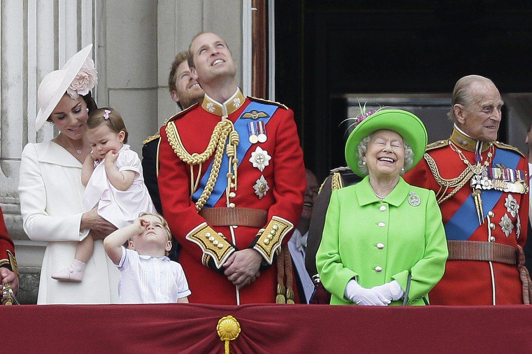 英國女王慶祝90歲生日舉行閱兵 圖/美聯社