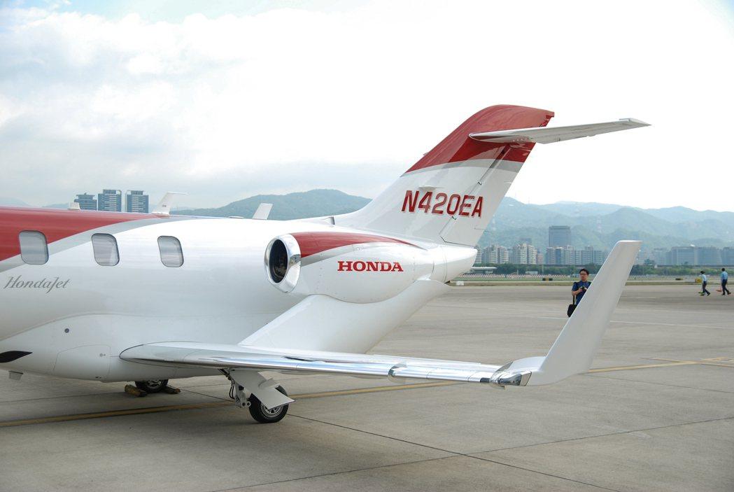HondaJet 採用貫穿機身座艙、一體式打造且較為平行的自然層流(NLF)機翼設計,優化飛機的燃油儲存空間。 記者林鼎智/攝影