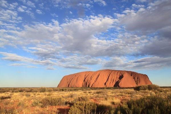 ・此生必訪景點之一的艾亞斯巨岩,還被稱為是「世界肚臍」。 圖/Parks...
