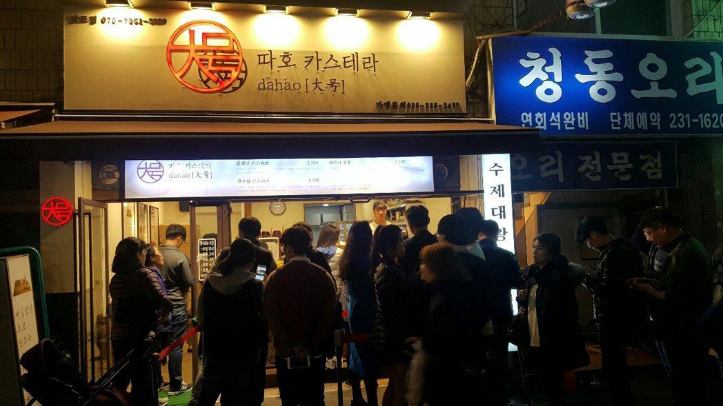 風靡韓國的臺灣古早味蛋糕在遭爆添加用料有害健康的負面新聞後,深陷食安危機前景未卜。 圖/批踢踢實業坊