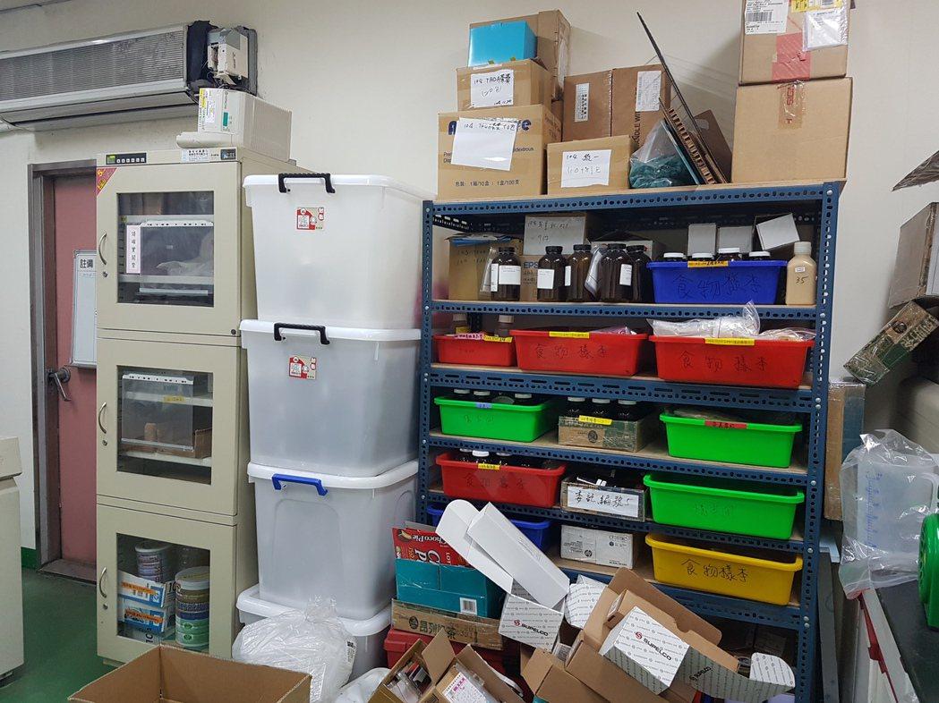 成大環境微量毒物中心實驗室是全台唯一一個能檢驗食品、人體超微量戴奧辛的單位,角落...