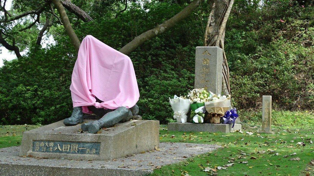 烏山頭水庫的八田與一塑像遭斷頭破壞,預定在5月8日舉行的追思紀念會仍將照常舉行,...