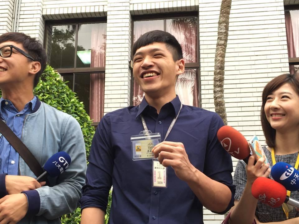 陳為廷退伍後,今天到立法院時代力量黨團上班。記者周佑政/攝影