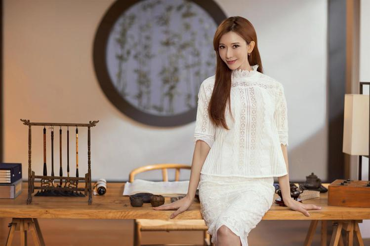 林志玲穿著vanessabruno浪漫蕾絲系列。圖/vanessabruno提供